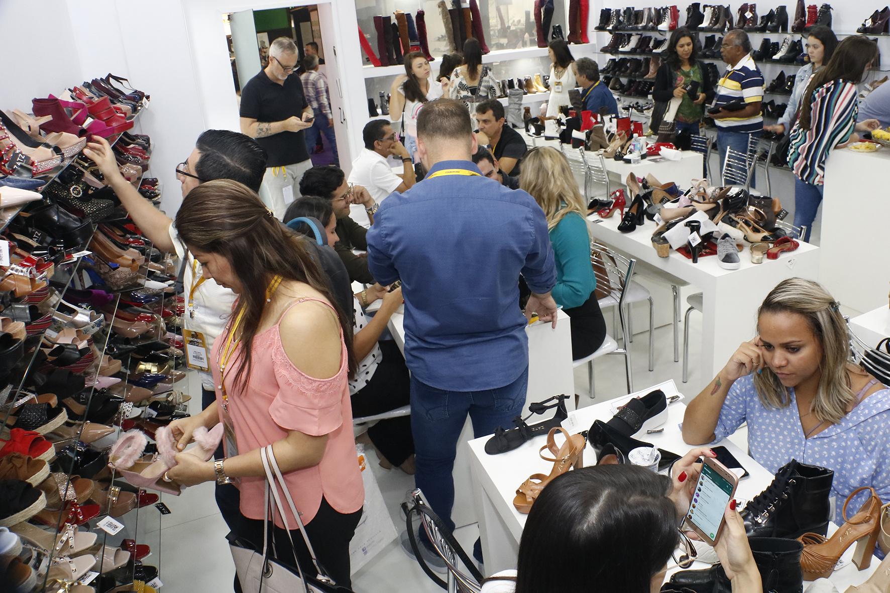 Couromoda e a São Paulo Prêt-à-Porter têm crescimento em visitação