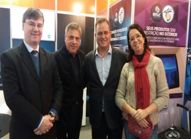 Paulo Griebeler (IBTeC), Alejandro Mallo (Grupos Sinos), Márcio Jung e Kitty Schmitt (Fenac)