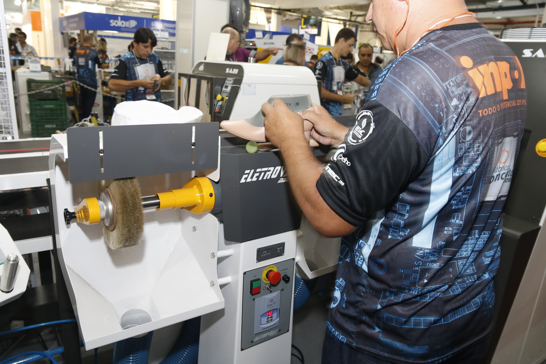 Fábrica Conceito apresenta inovação e tecnologia na produção calçadista durante a Fimec
