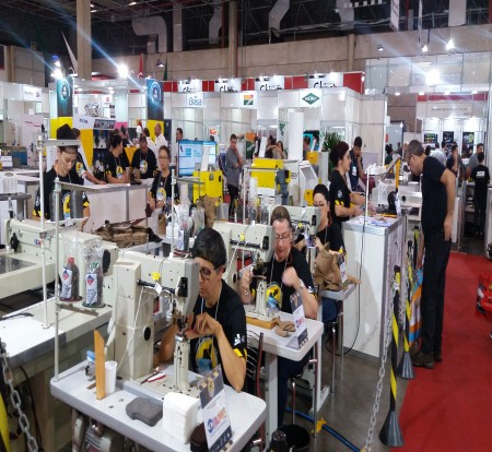 IBTeC apresentou Fábrica Modelo de Segurança, produzindo em tempo real dentro de feira em São Paulo
