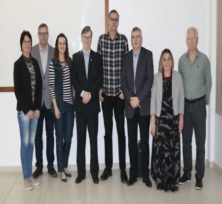 Entidades do setor coureiro-calçadista lançam programação da Semana do  Calçado, que será realizada de 6 a 10 de outubro