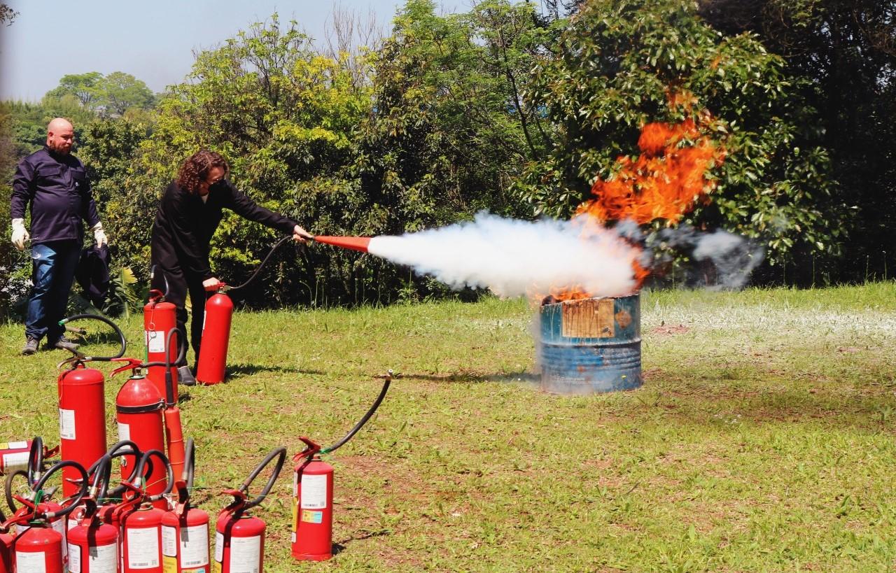 Colaboradores do IBTeC participam de Treinamento para Utilização de Extintores